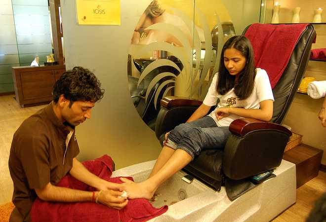 Less Fuss Manicures