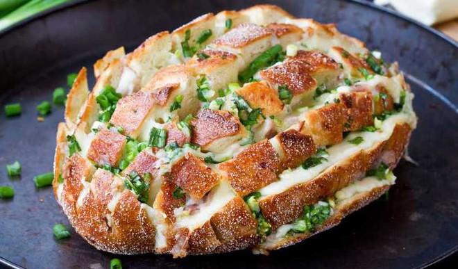 Recipe: Cheesy Onion Bread