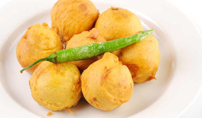 Spicy Aloo Dal Pakoda