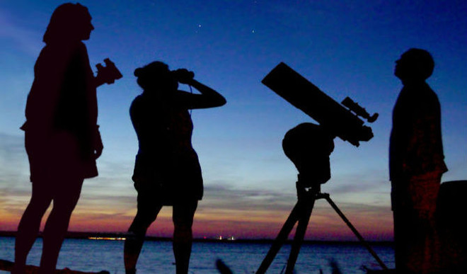 Meet Citizen Astronomers Who Chase Stars